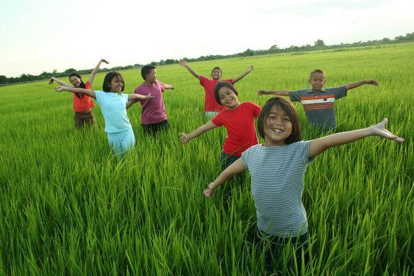 Bí quyết chọn và chăm sóc quần áo mùa hè của trẻ nhỏ