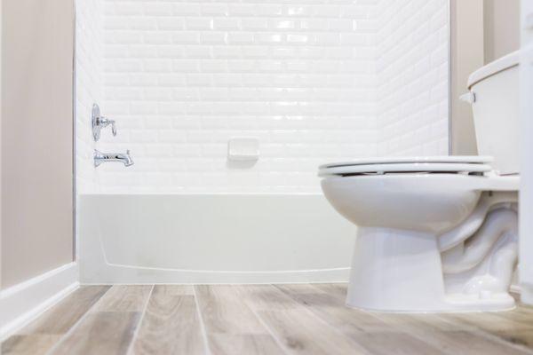 Tuvalet ve beyaz klozet