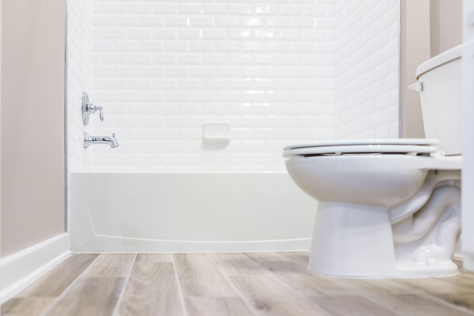 cómo limpiar el inodoro tips para quitar manchas y evitar los malos olores