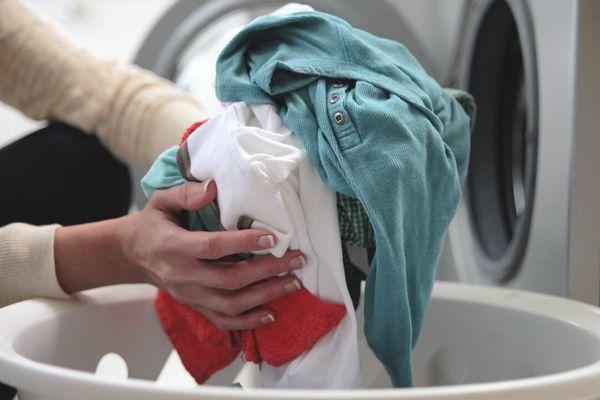 Thử ngay 4 mẹo sau để quần áo thơm lâu sau mỗi lần giặt