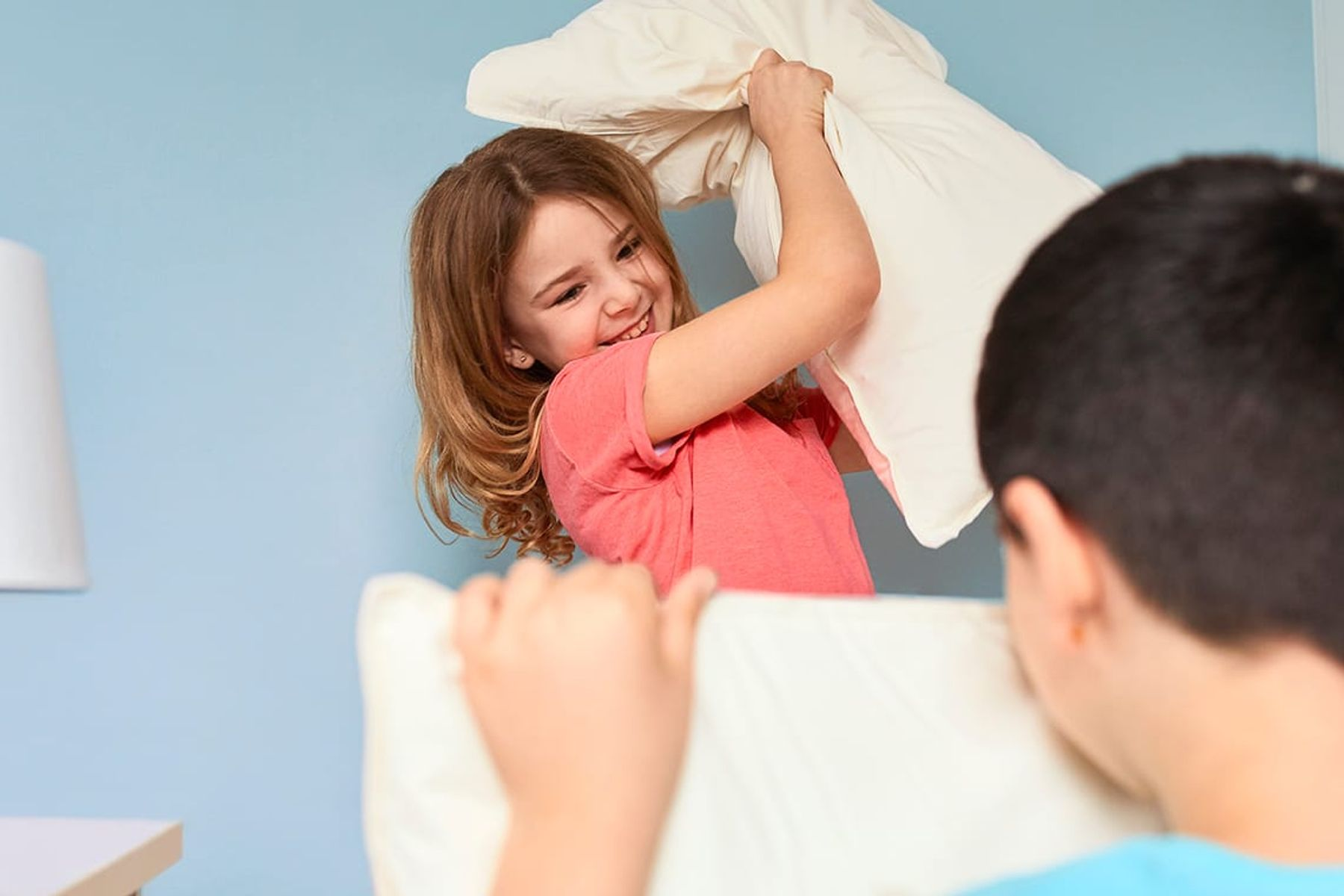 Indoor fun for kids: how to build a fort with pillows and blankets