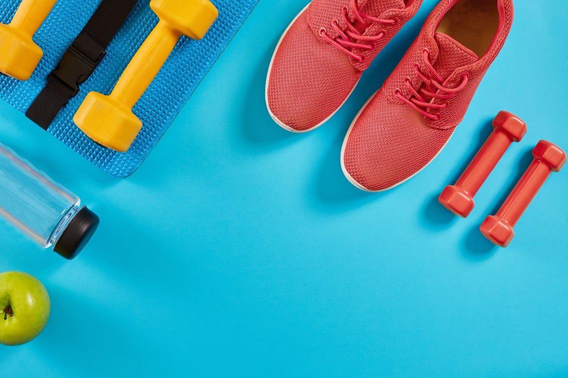 Schuhe und Hanteln