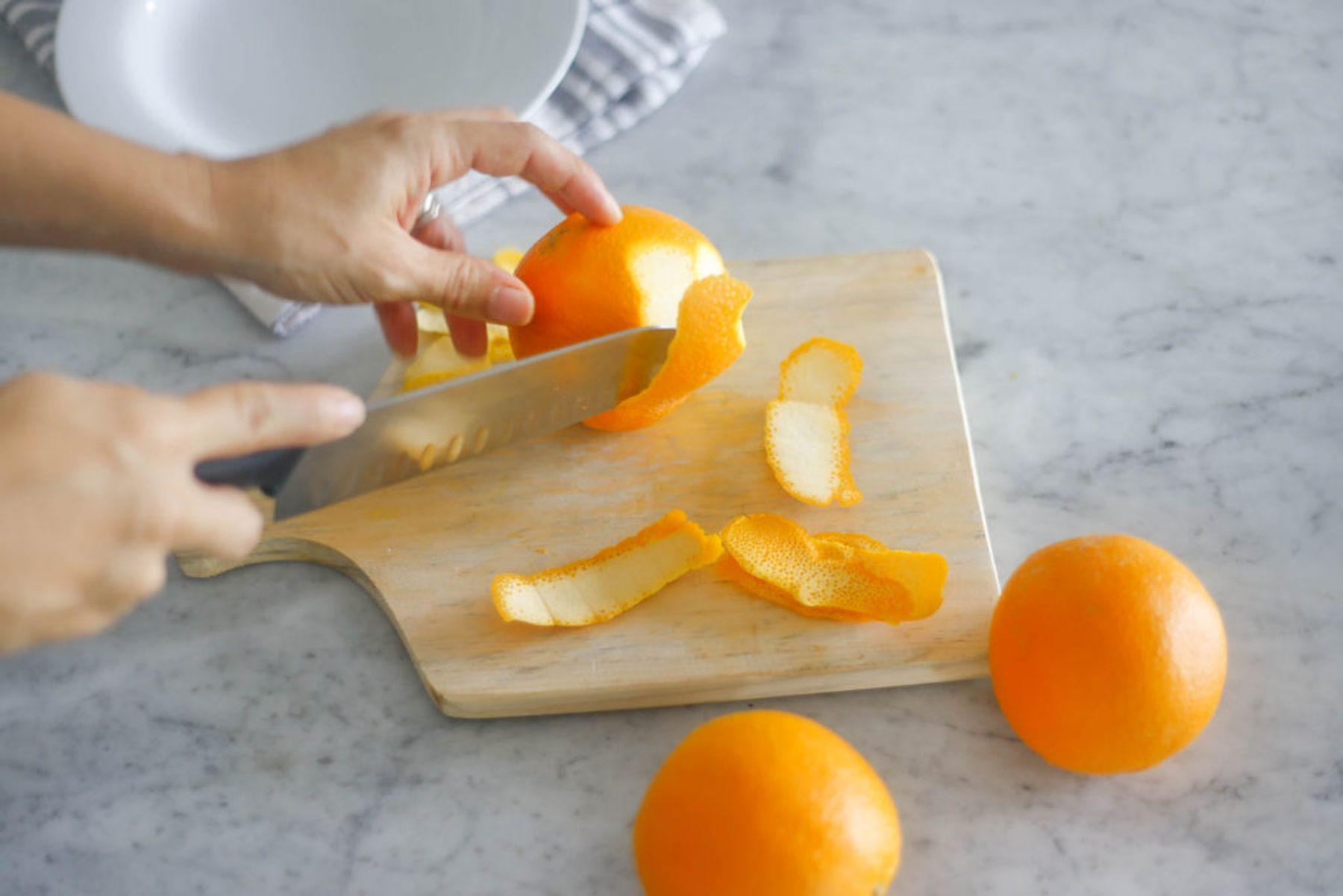 Dùng vỏ bưởi/ cam/ chanh làm nước lau bếp an toàn và diệt khuẩn tốt | Cleanipedia