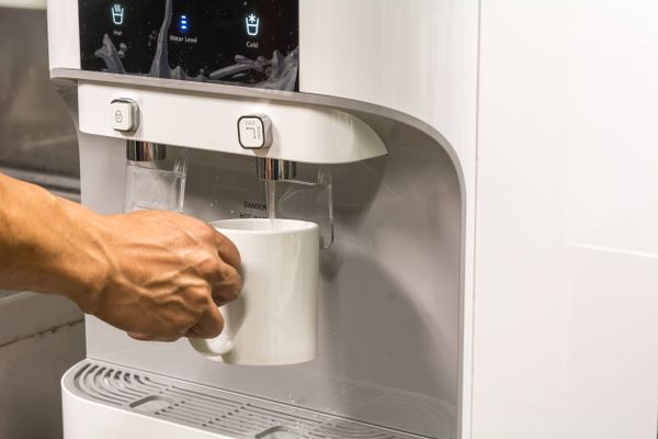 5 reasons why you should install a water purifier system at home.