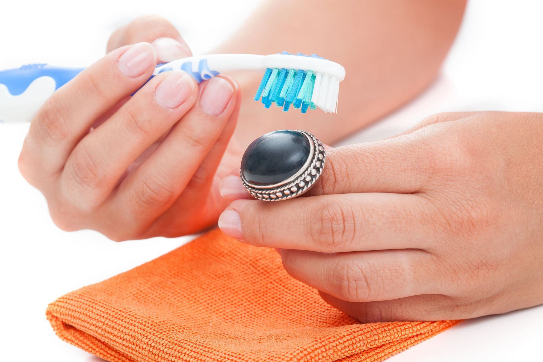 How to clean a wedding ring and keep it shining