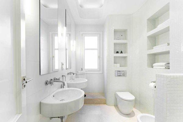 Mẫu nhà vệ sinh tông trắng tinh khiết, sạch sẽ