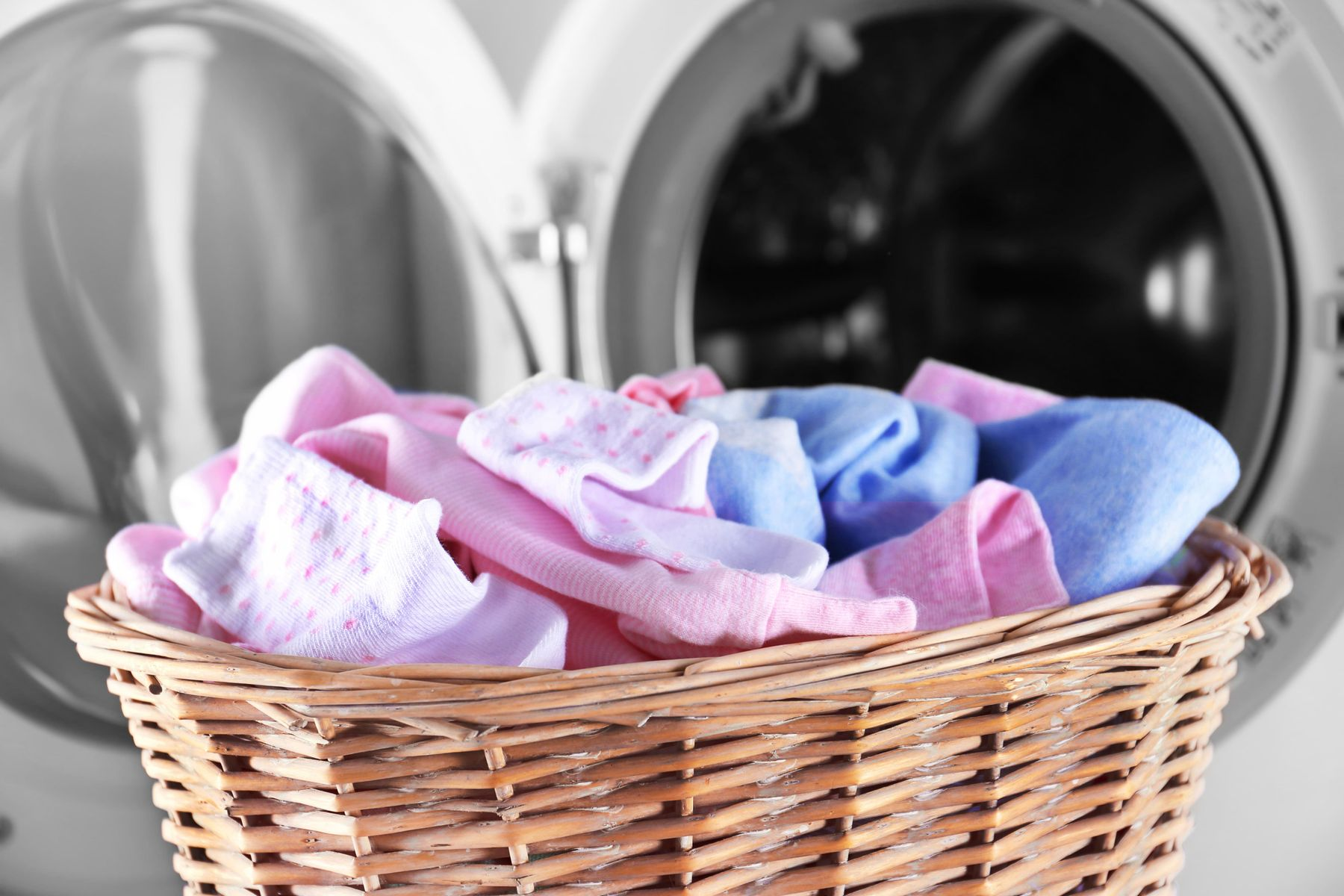 Hướng dẫn dùng nước xả vải cho quần áo trẻ em