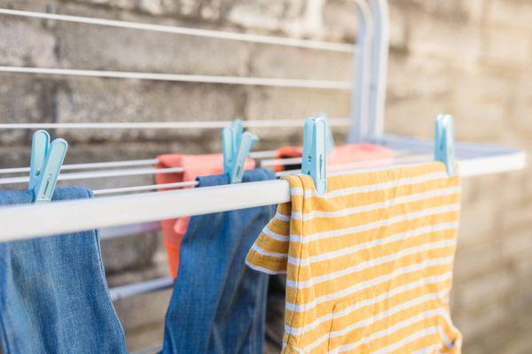 Nỗi lo khi giặt đồ mùa mưa và cách giải quyết