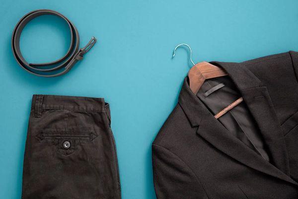 Bỏ túi ngay cách làm quần áo đen bạc màu thành mới