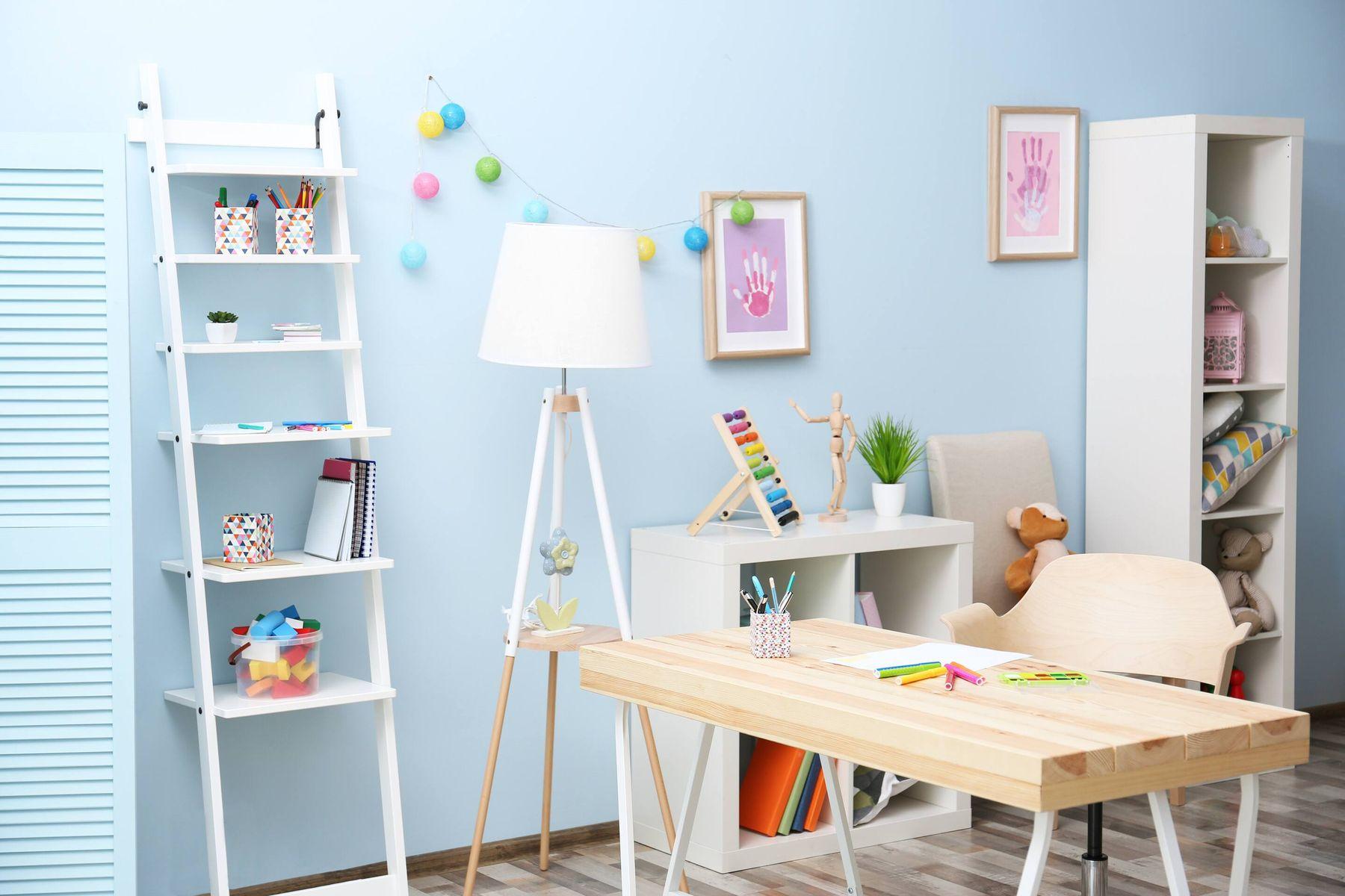 अपने बच्चों के लिए स्टडी टेबल बनाने के लिए किन बातों का ख़्याल रखें | क्लीएनीपीडिया