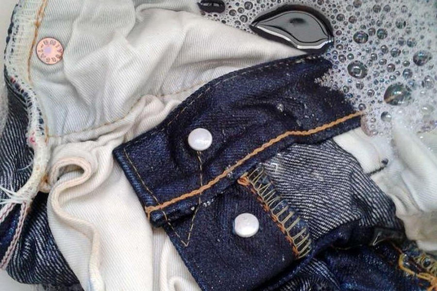 Lộn trái quần jean khi giặt