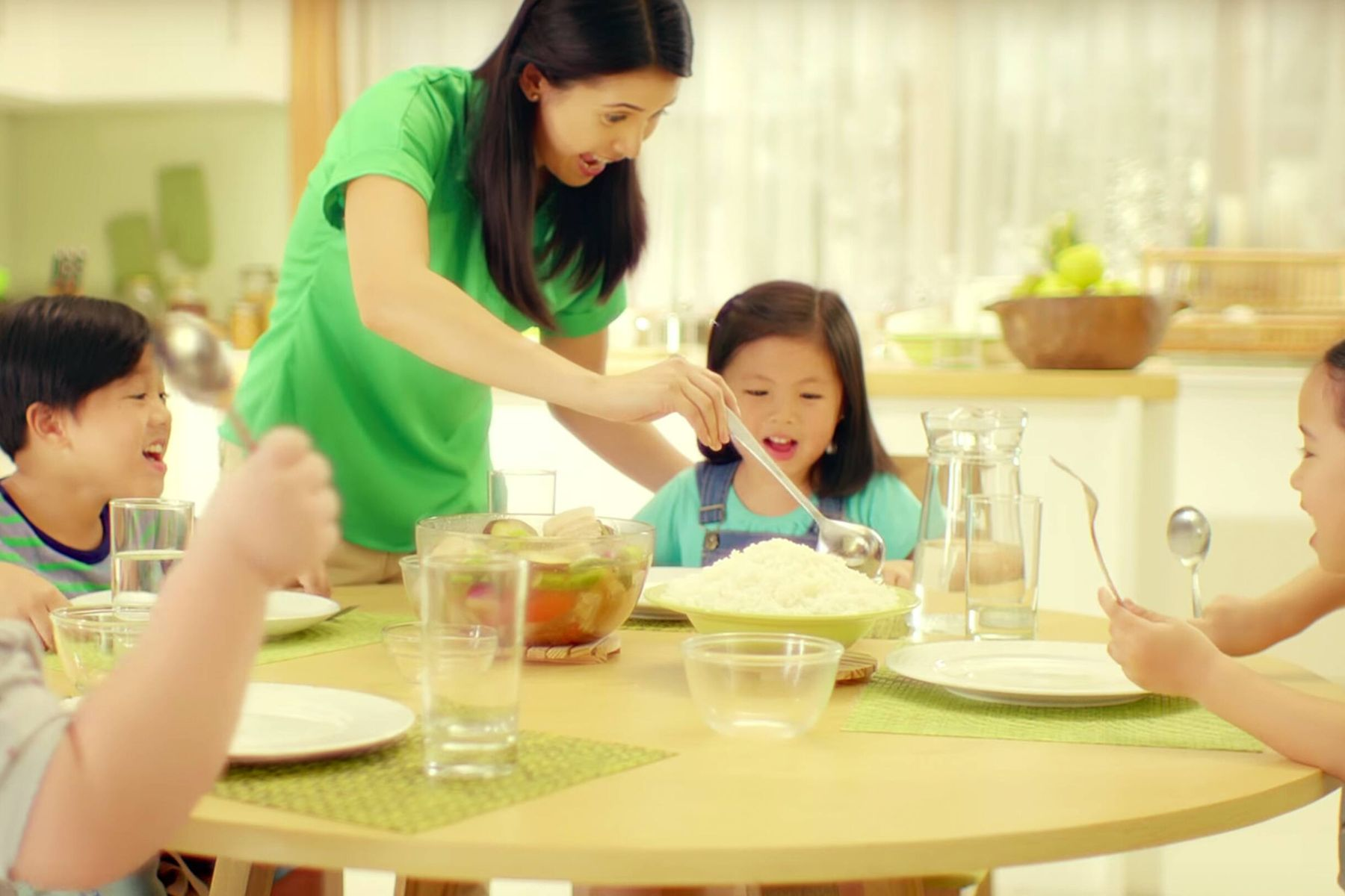Khi trẻ sơ sinh bị ho, mẹ cần xem lại 4 đồ dùng sau