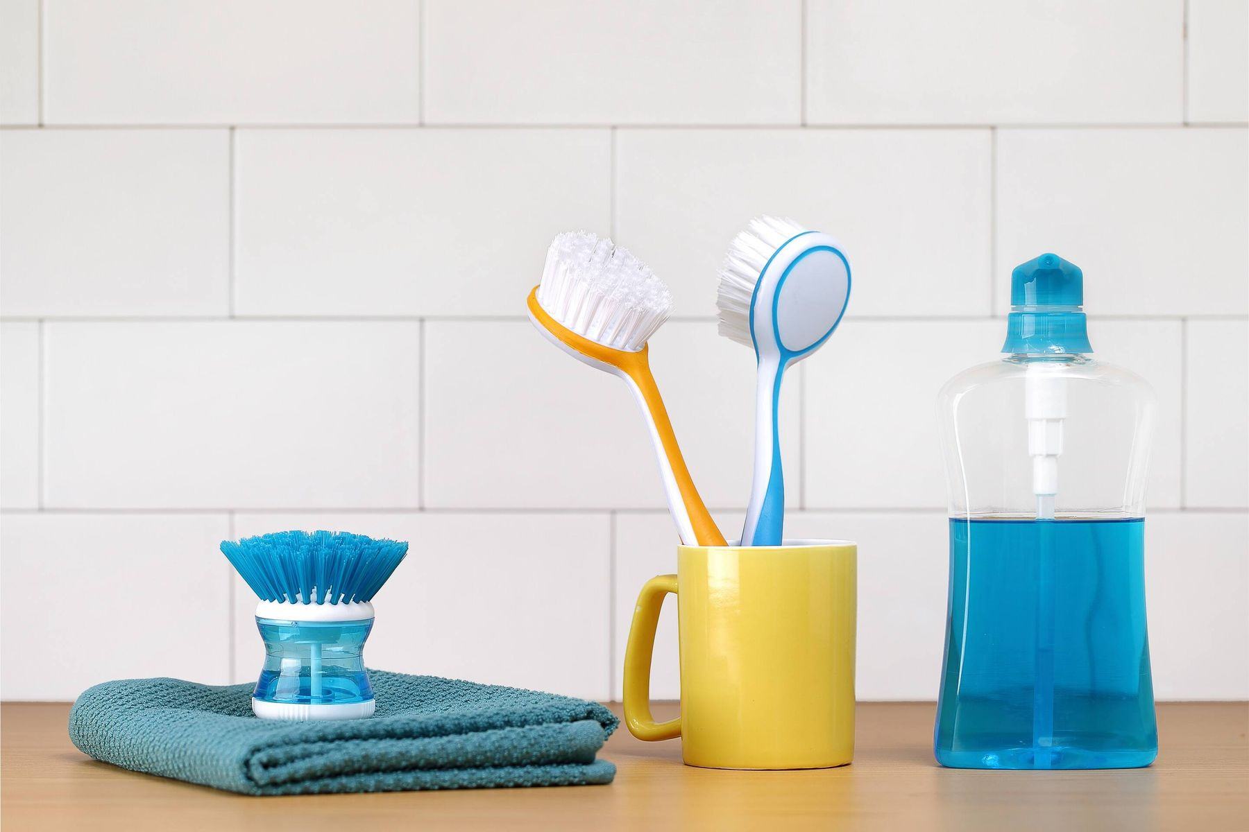 Washing liquid with scrubbers