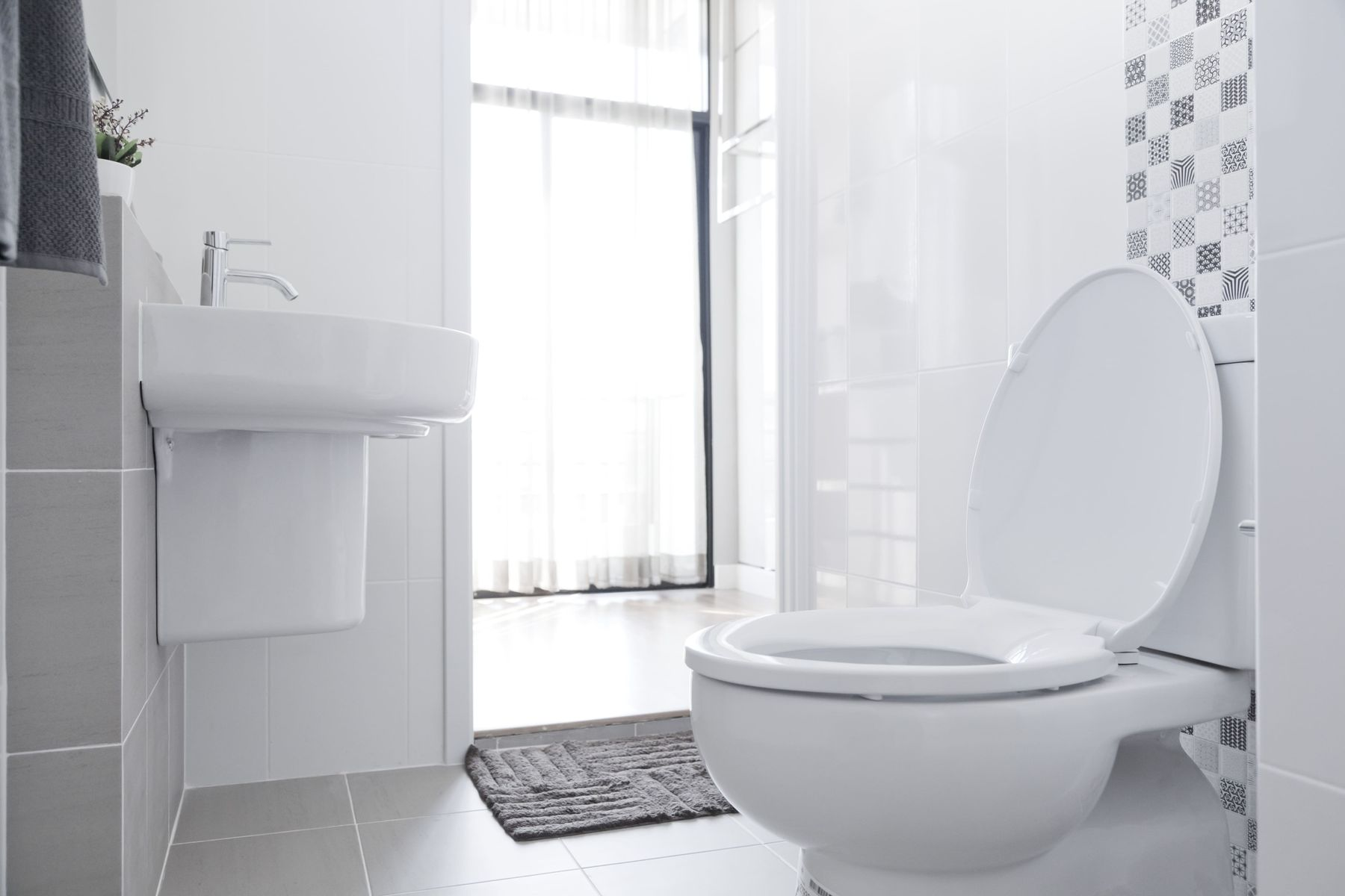 How To Maintain The Shine Of Bathroom Tiles