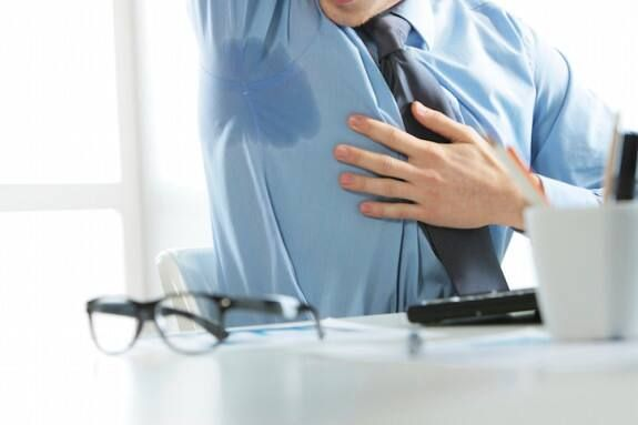 Mồ hôi dầu là gì? Làm thế nào để điều trị dứt điểm mồ hôi dầu?