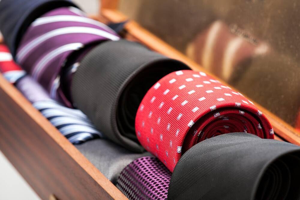 Panduan Cara Mencuci Jenis-jenis Dasi Berdasarkan Bahannya