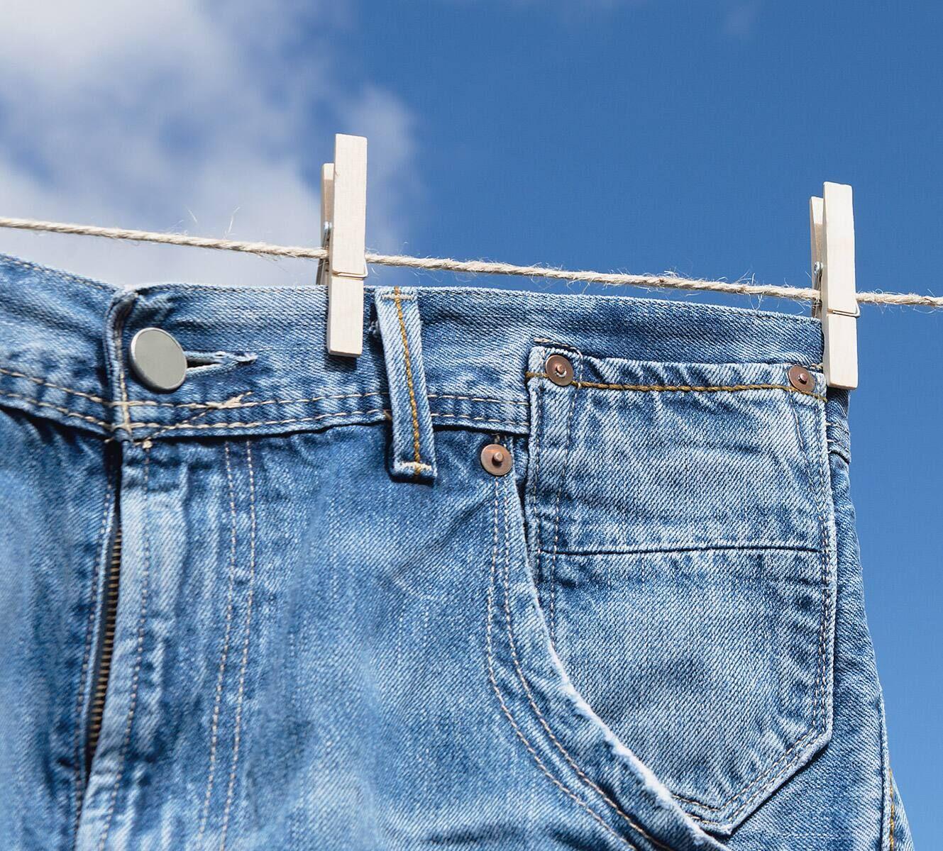Cách giặt quần jean mới mua không phai màu