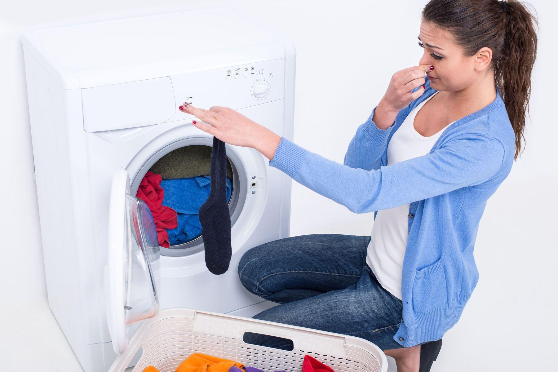 Tác hại của việc bỏ nước xả vải vào máy giặt sai cách bạn đã biết chưa?