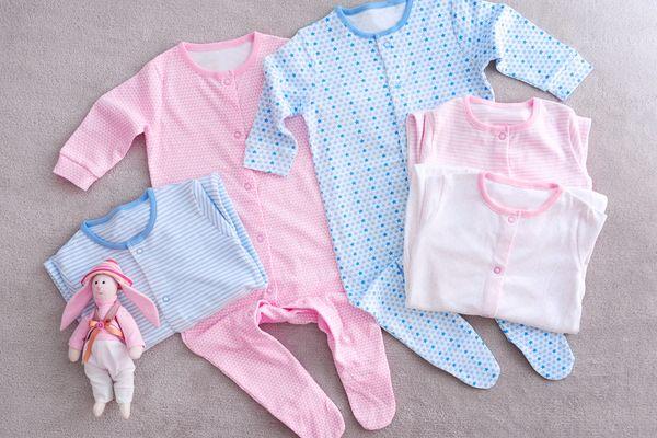 De beste manier om je baby's slabbetjes te wassen