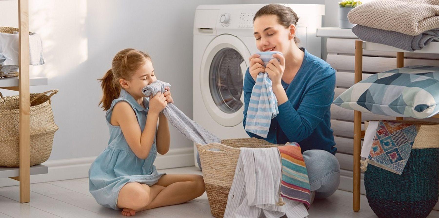 Cách sử dụng xịt thơm quần áo giữ mùi lâu đúng cách