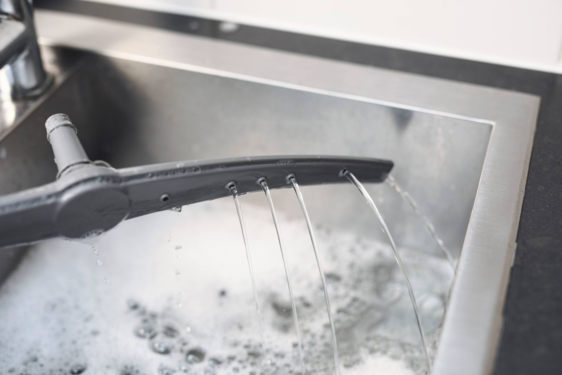 clean a dishwasher in 5 steps