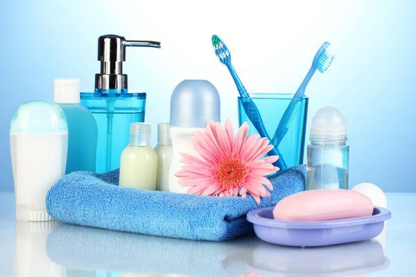 अपने बाथरूम की एक्सेसरीज़ को कैसे रखें नए जैसा | गेट सेट क्लीन