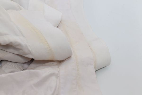 Với 5 cách bảo quản này, quần áo bạn không bao giờ bị thâm kim