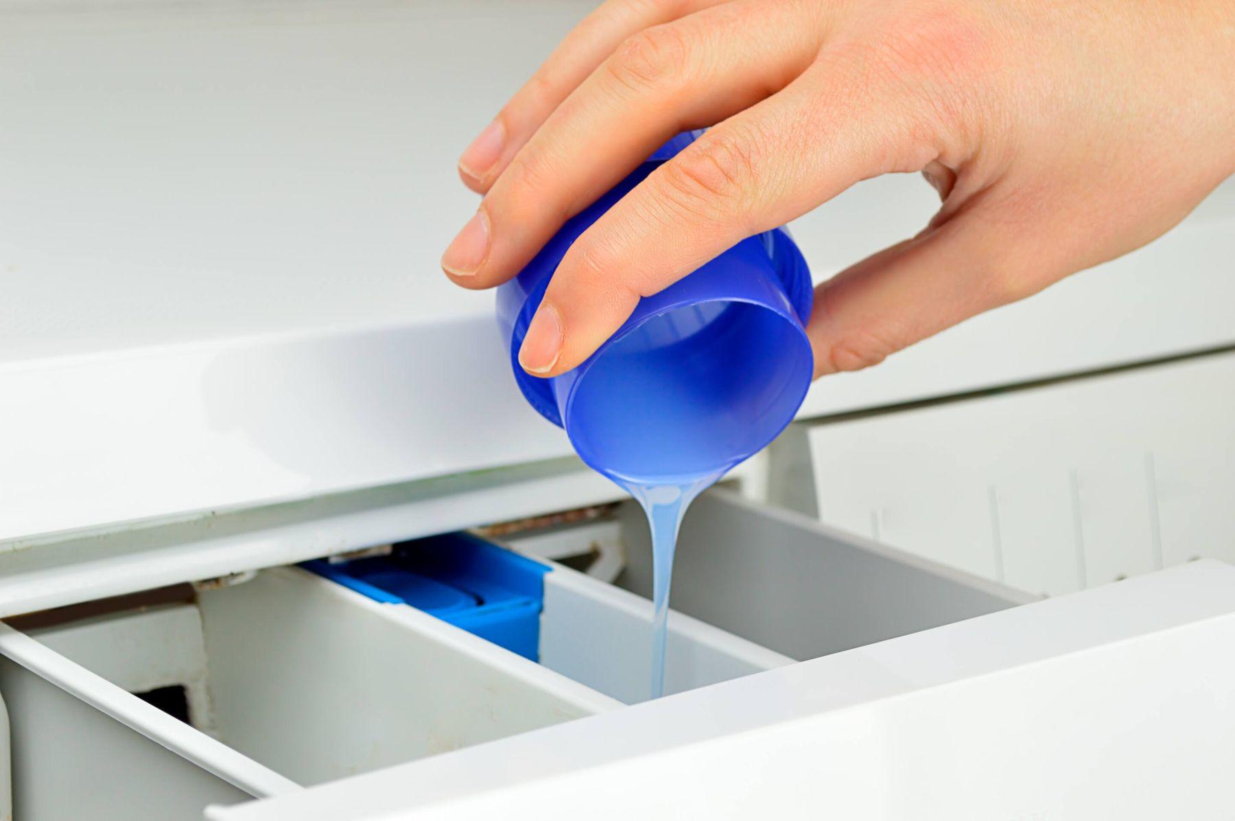 Cách dùng nước xả vải cho máy giặt để quần áo thơm lâu