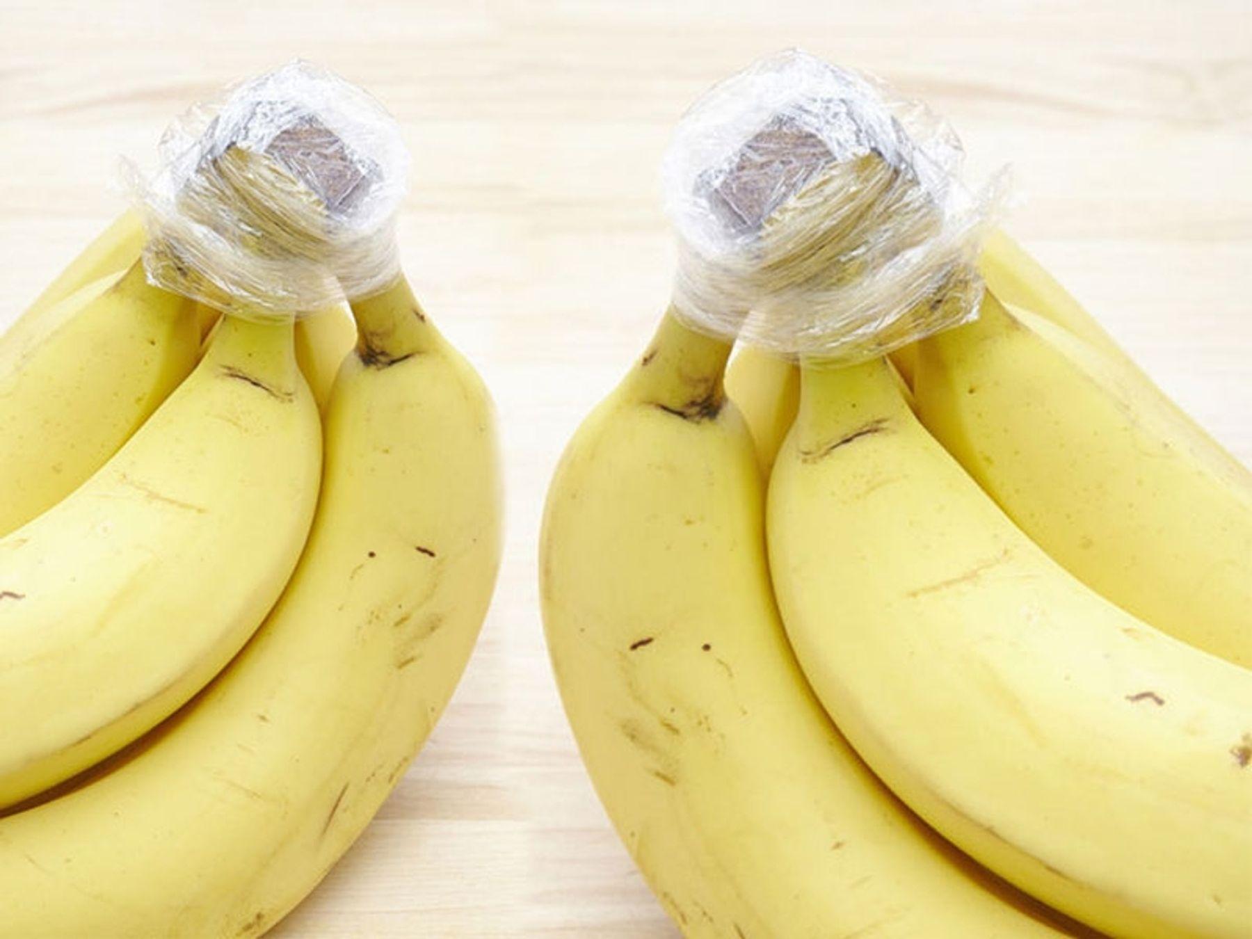 Cách bảo quản chuối chín trong tủ lạnh bằng màng bọc thực phẩm