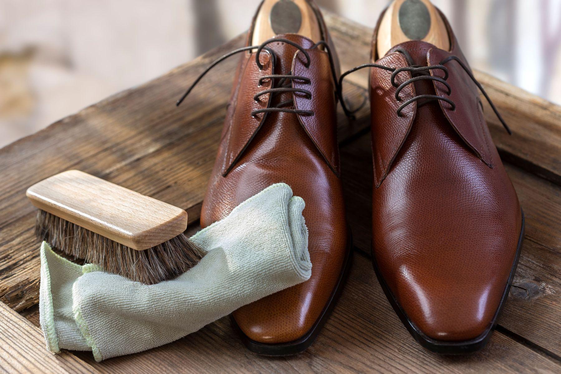 3 bước để chăm sóc giày da bò