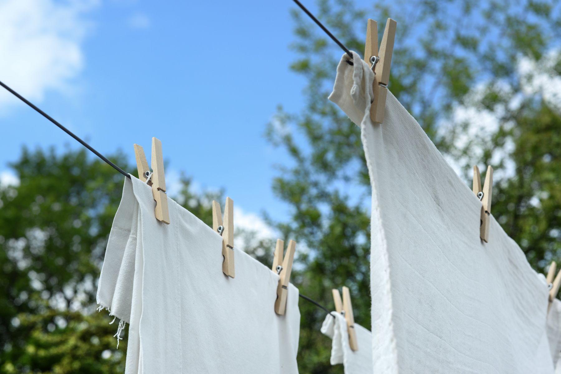como-tirar-mancha-de-roupa-branca