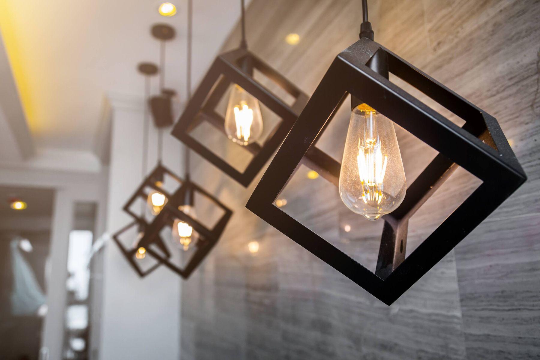 खूब सारी बिजली बचाने के लिए यहाँ पर कुछ श्रेष्ठ विकल्प दिए गए हैं!