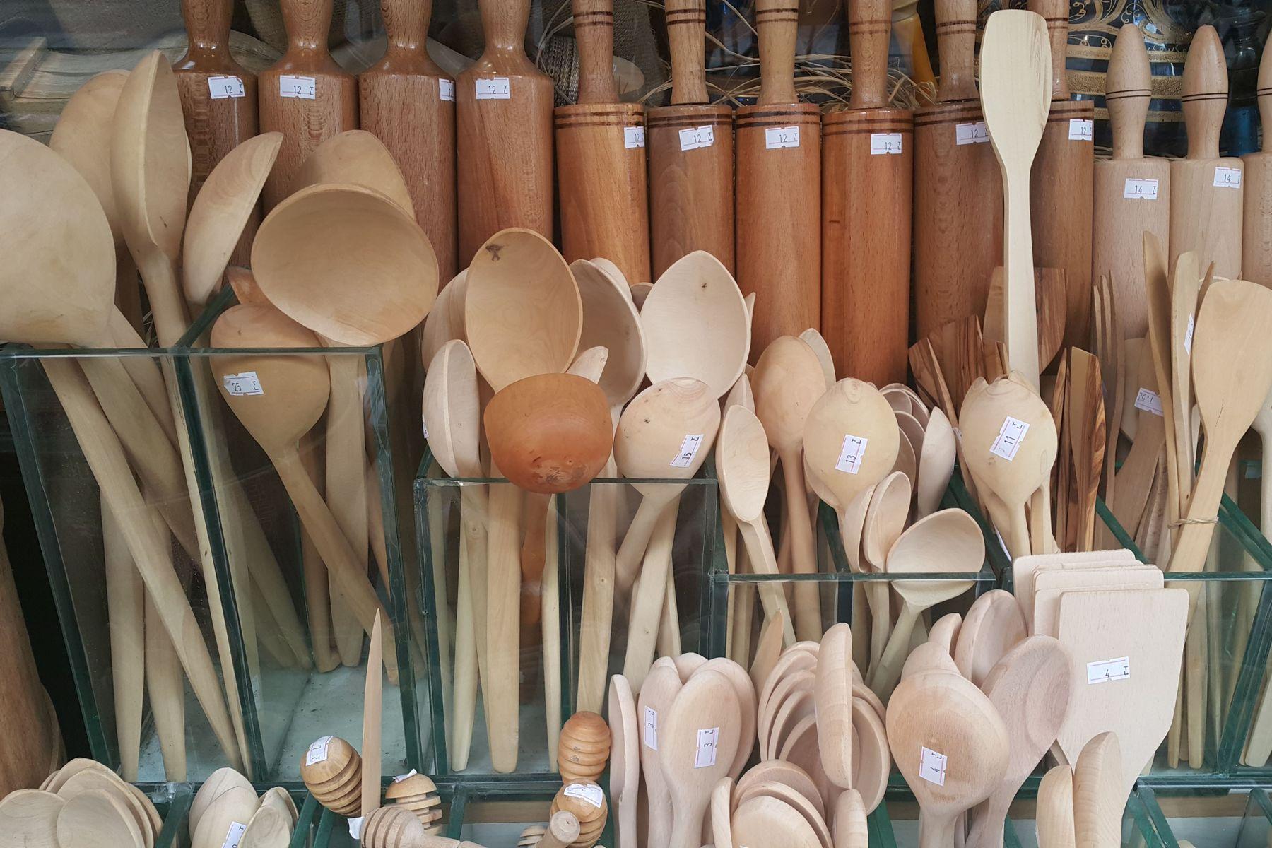 Làm cách nào để chống ẩm cho bát đũa thìa bằng gỗ khi trời nồm?