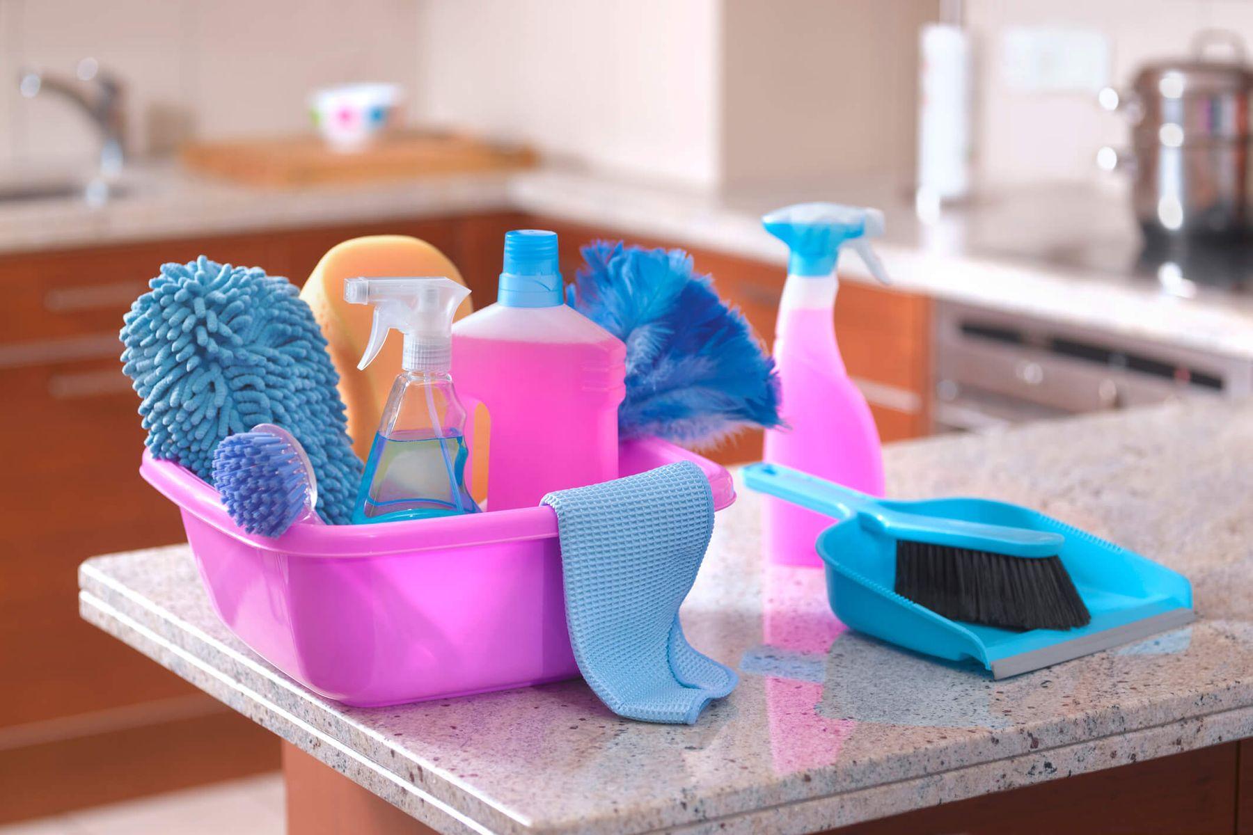 Como prevenir a intoxicacao por produtos de limpeza em casa