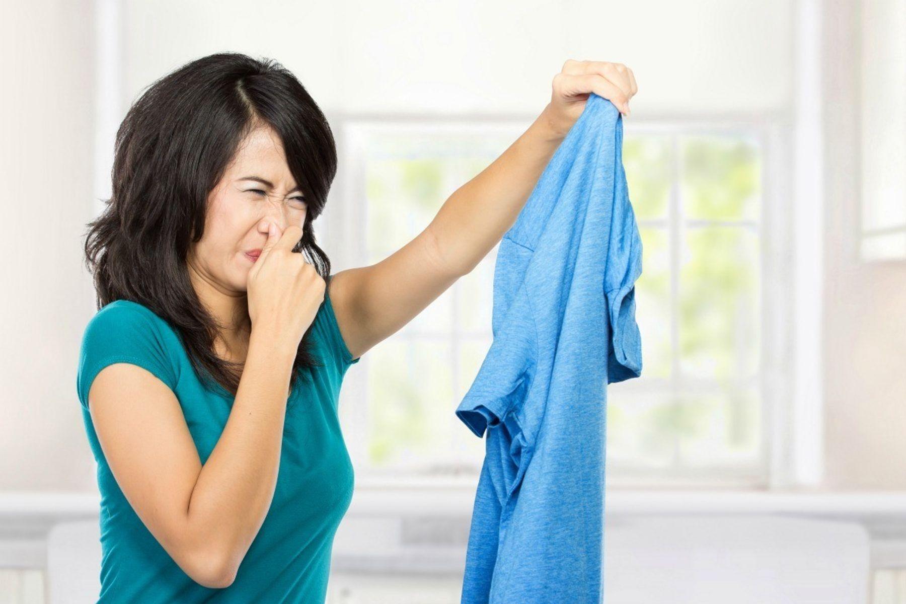 Quần áo ẩm ướt có mùi hôi