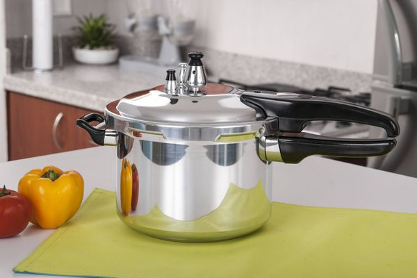 Easy Tips to Clean the Scorched Insides of your Pressure Cooker!