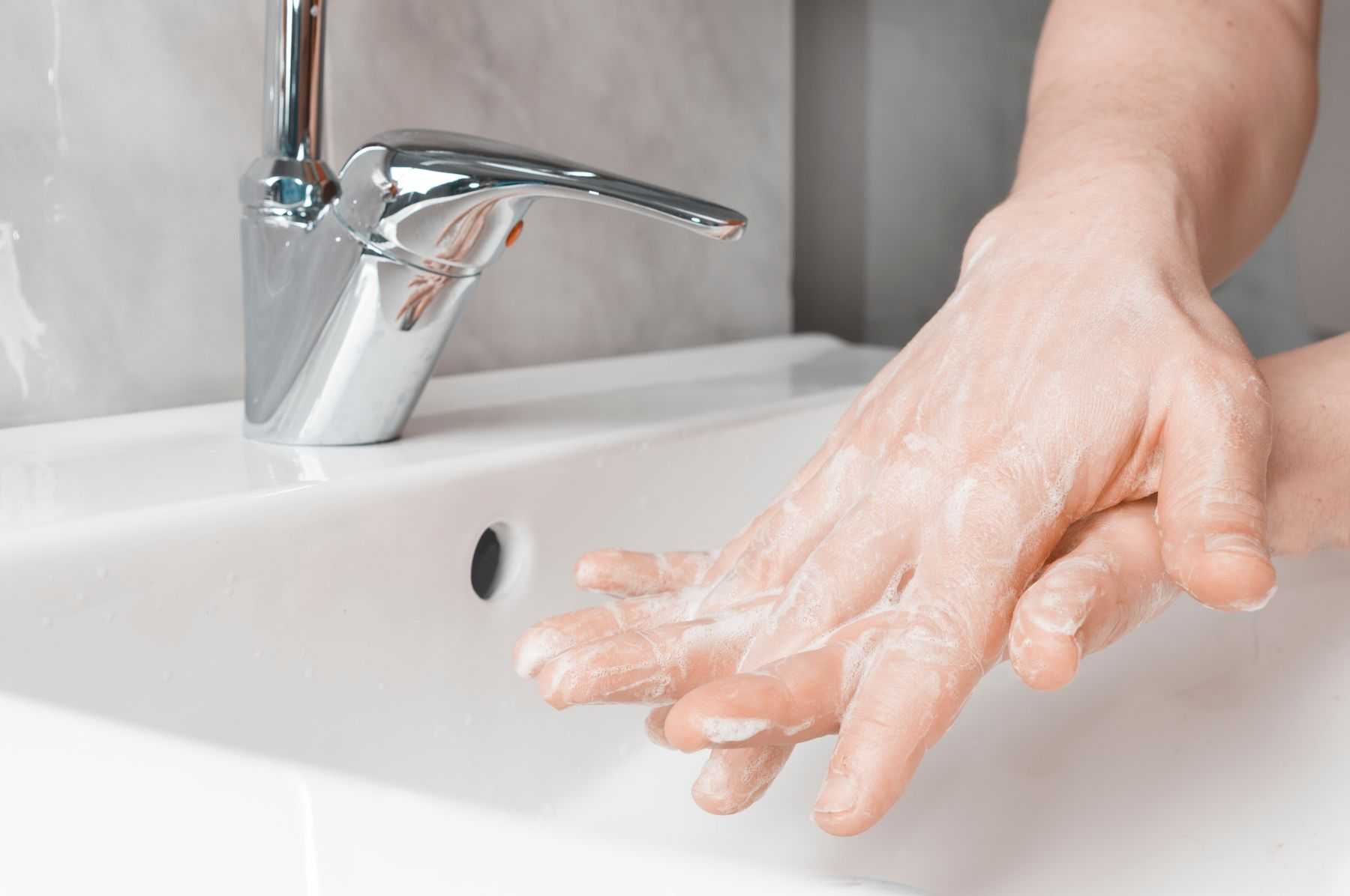 Step 4: person getting between fingers for hand washing