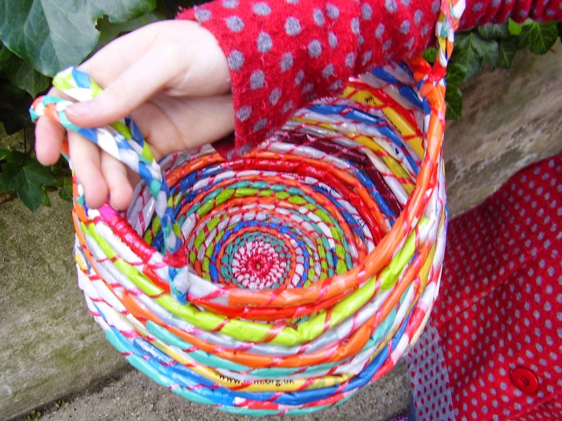 Làm túi đựng thực phẩm, bao tay...sáng tạo từ túi ni lông