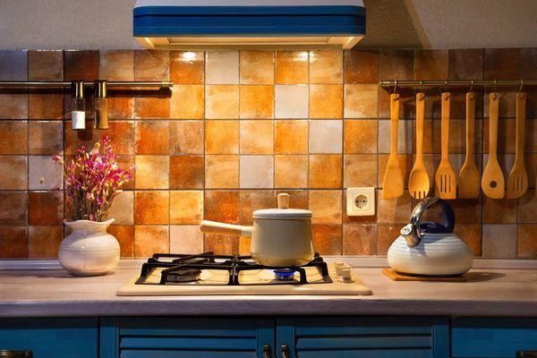 Cách Vệ Sinh Máy Hút Mùi nhà bếp đúng cách, nhanh chóng
