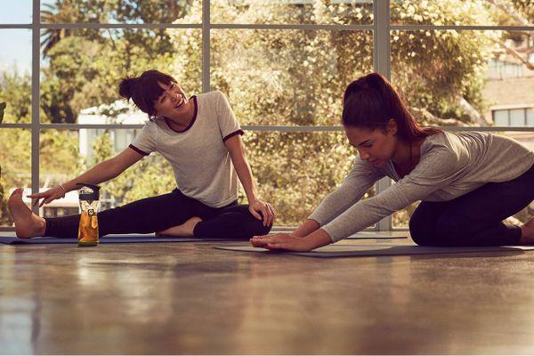 Tập yoga cần mặc đồ thế nào để dễ vận động?