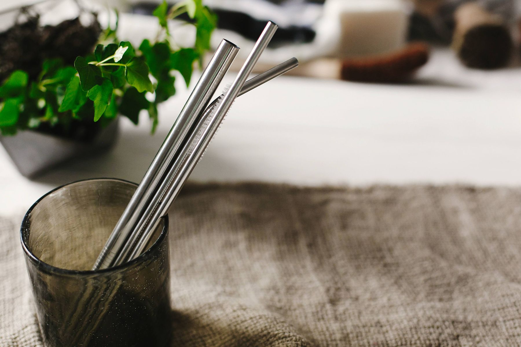 glass beaker with stainless steel straws