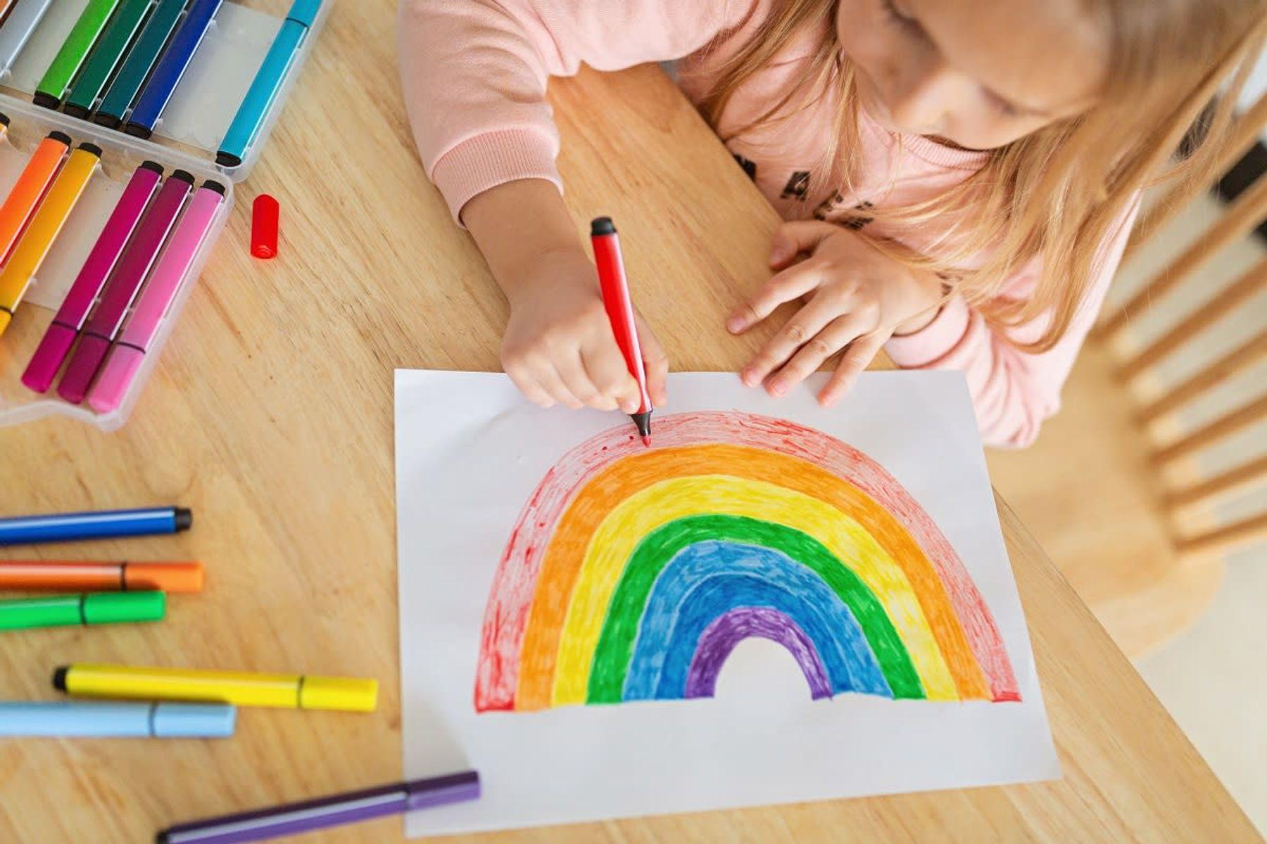 Masada Resim Yapan Küçük Kız Çocuğu