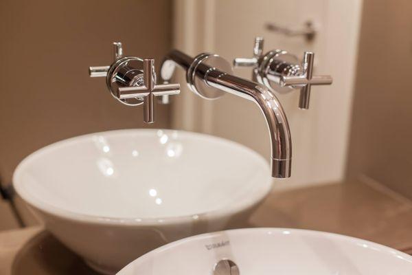 बाथरूम मे होनेवाले दाग़ को कैसे करें साफ़ | क्लीएनीपीडिया