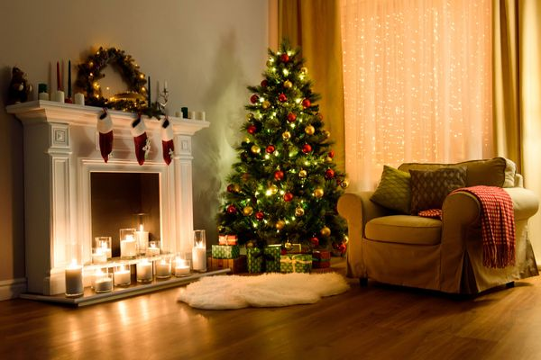 How to decorate a small Christmas tree with kids