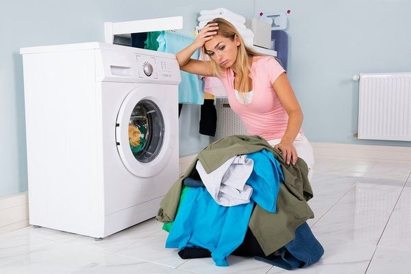Một sốvết bẩn cứng đầuvẫn bám trên quần áo kể cả sau khi giặt.