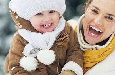 Các mẹ hãy học ngay 5 cách mặc quần áo cho bé đúng cách này!