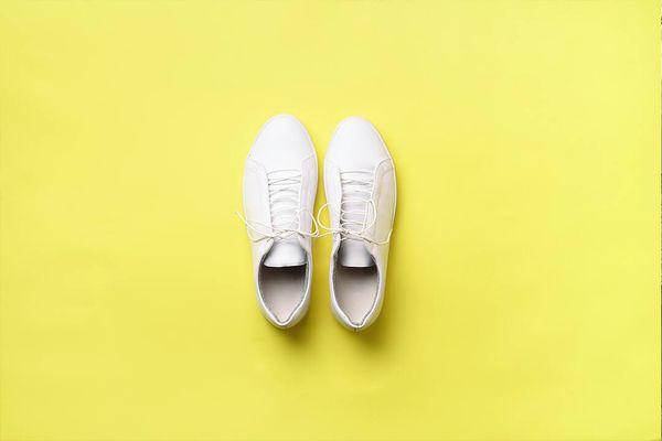 beyaz ayakkabılar nasıl temizlenir?