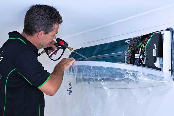 Cách vệ sinh máy lạnh sạch sẽ, an toàn | Cleanipedia