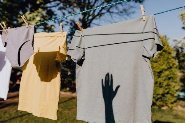 como-tirar-mancha-de-roupa-colorida