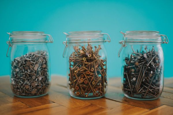How to remove a broken screw: Nails and screws in jars